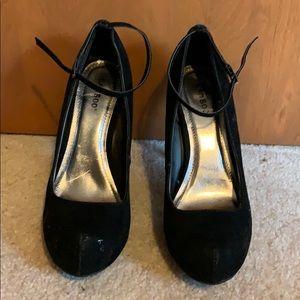 Bamboo size 10 heels